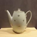 Théière porcelaine motif végétal or